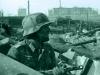 Немецкий обер-лейтенант с нашим ППШ-41 на фоне развалин Сталинграда